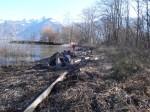 Des filets chargés de bois, prêts pour l'hélico.