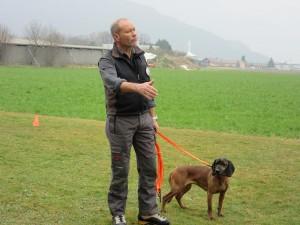 Serge Mariéthoz et sa chienne Noisette, un rouge de Bavière